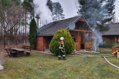 #140 10.12.2020r.  Kopalino ul. Bursztynowa 65 - pożar domku letniskowego