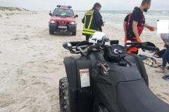 #48 03.07.2021r.  Słajszewo plaża wejście nr 49 - pomoc ZRM w transporcie poszkodowanej osoby