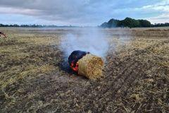#64 02.08.2021r. Słajkowo  - pożar balotu słomy na polu