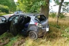 #90 04.08.2020r. droga Kurowo  - Ciekocinko  samochód osobowy uderzył w drzewo